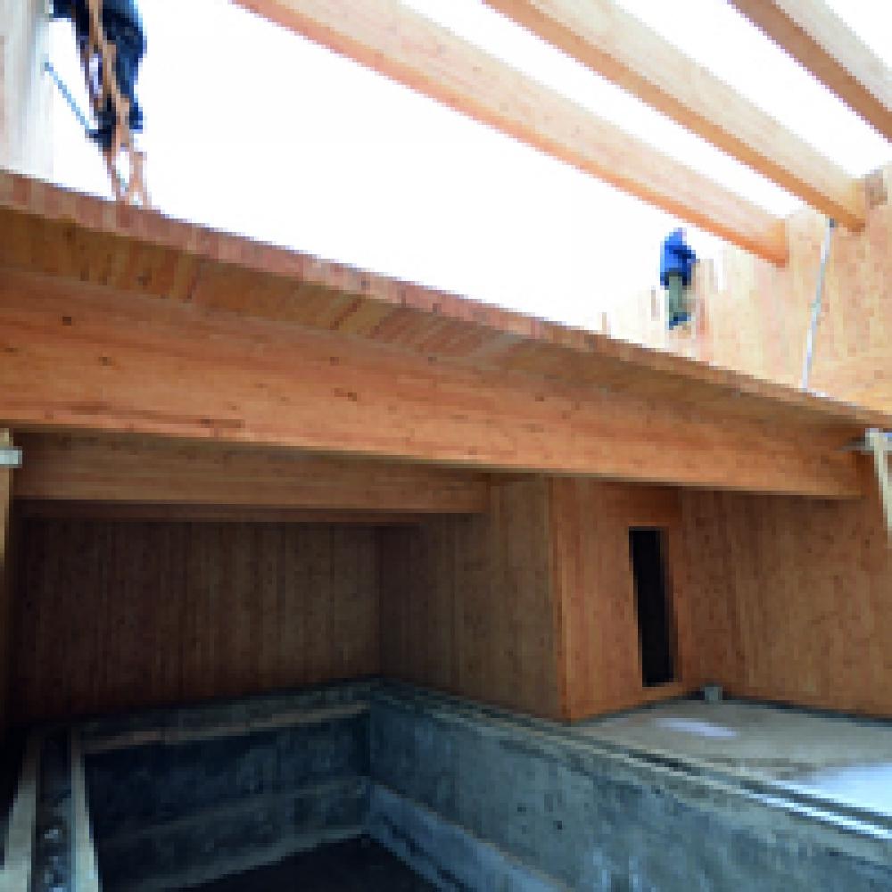 Возведение следующего этажа из стеновых панелей, произведённых по CLT технологии