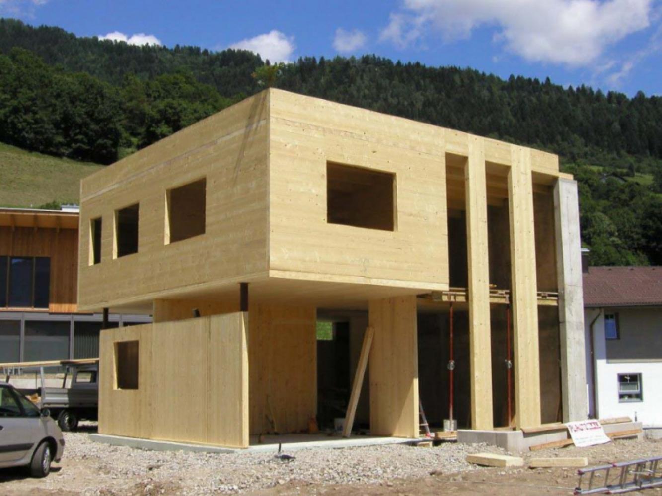 Многоэтажный дом, собранный из CLT панелей из клееного дерева